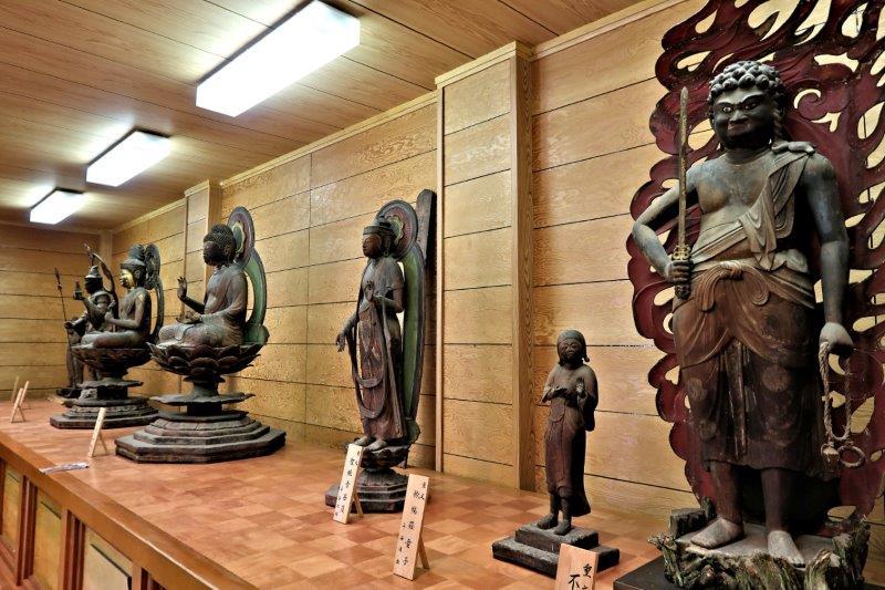 吉祥寺収蔵庫内に安置された諸仏