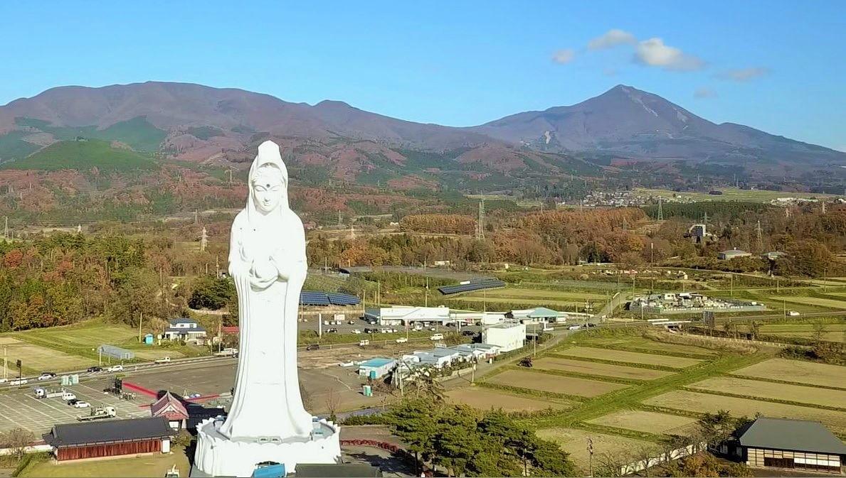 観音様と磐梯山 (2)