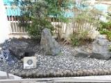 JR串本駅 駅舎横の石庭