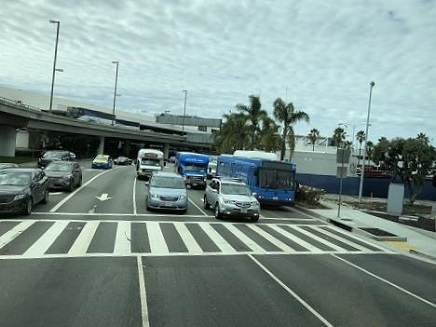 10022018 LA到着空港到着バス駐車場へ S12