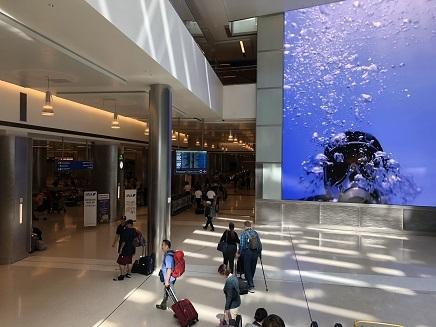 10022018 LA到着空港到着ロビー S9