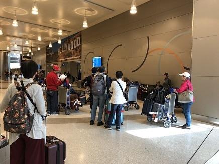 10022018 LA到着空港到着ロビー S10