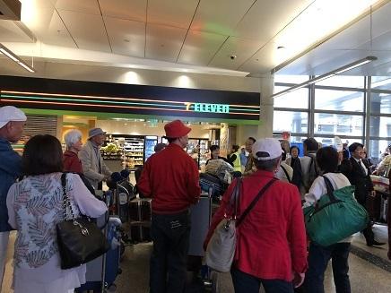 10022018 LA到着空港到着ロビー S11