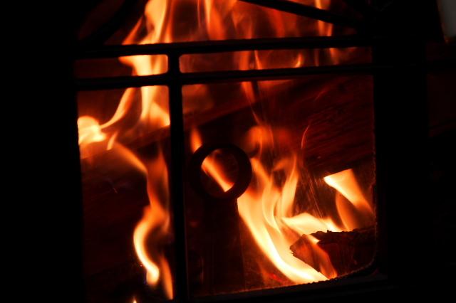 薪ストーブの炎-01