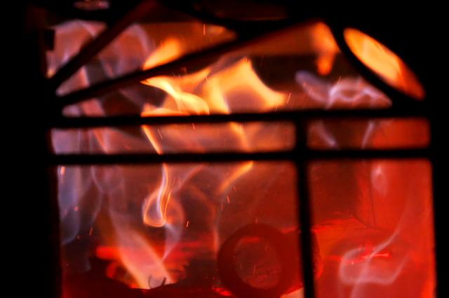 薪ストーブの美しい炎-01