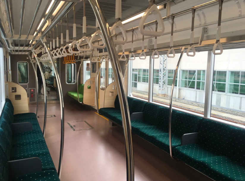 20190208地下鉄内装
