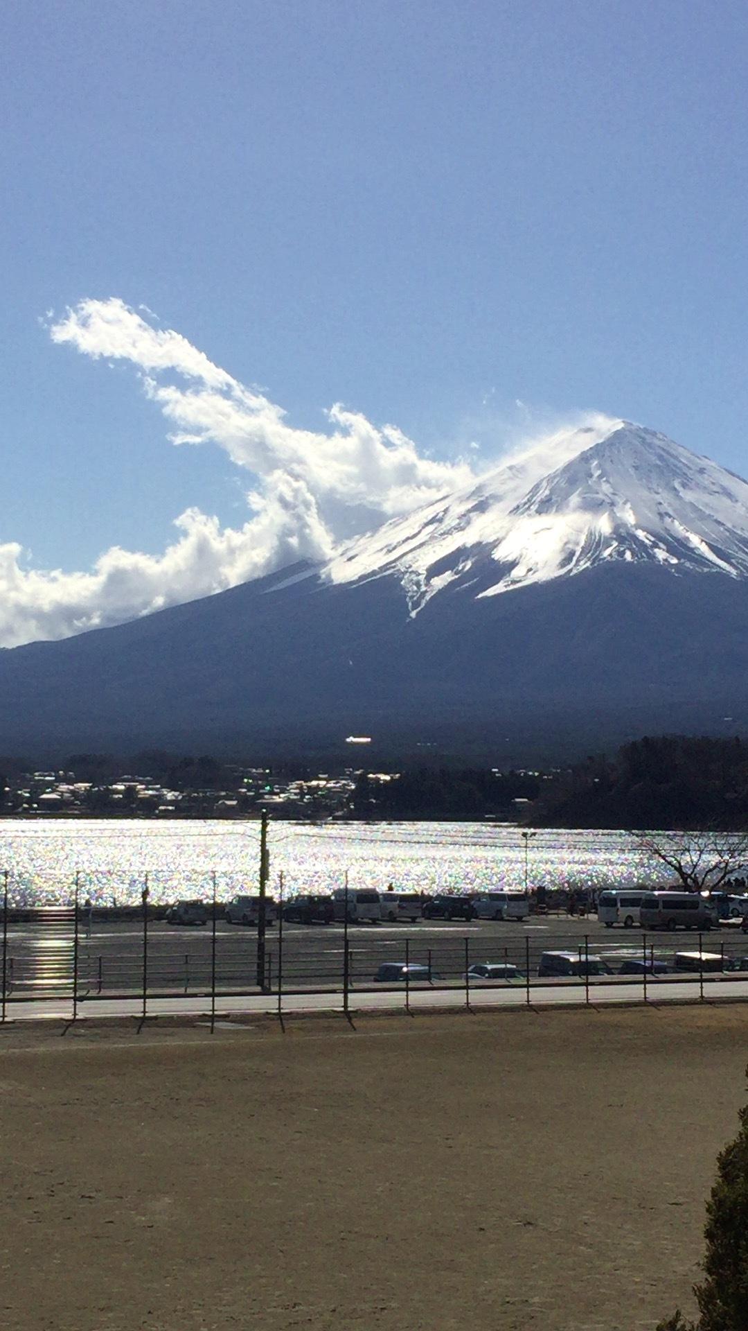 立ち上る雲の富士山