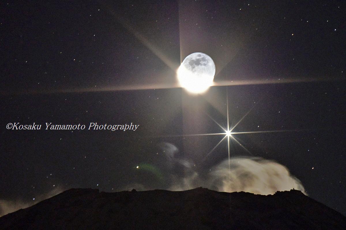富士山頂から昇る三日月と金星(富士ヶ嶺)
