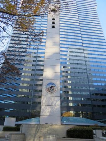新宿アイランドパティオ広場の時計塔1
