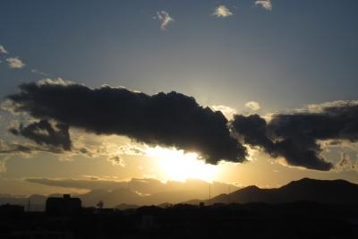 朝の雲漏れ陽