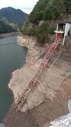 宮川ダム管理用ボート小屋の昇降機