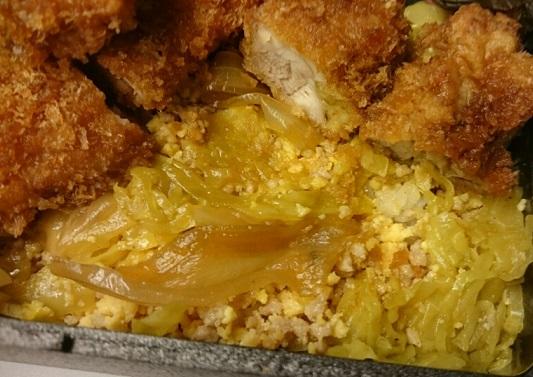実物のふわふわ卵の鶏カツ弁当2