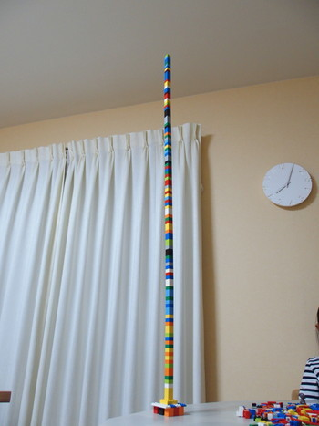 レゴを高く積み上げる