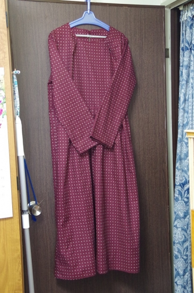 若干起毛したコットン地で長袖(マキシ丈)ワンピース
