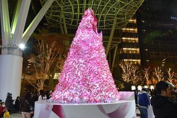 20181224_TokyoMidTown_Tree_Pink.jpg