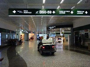 7日目ミラノ空港 (2)