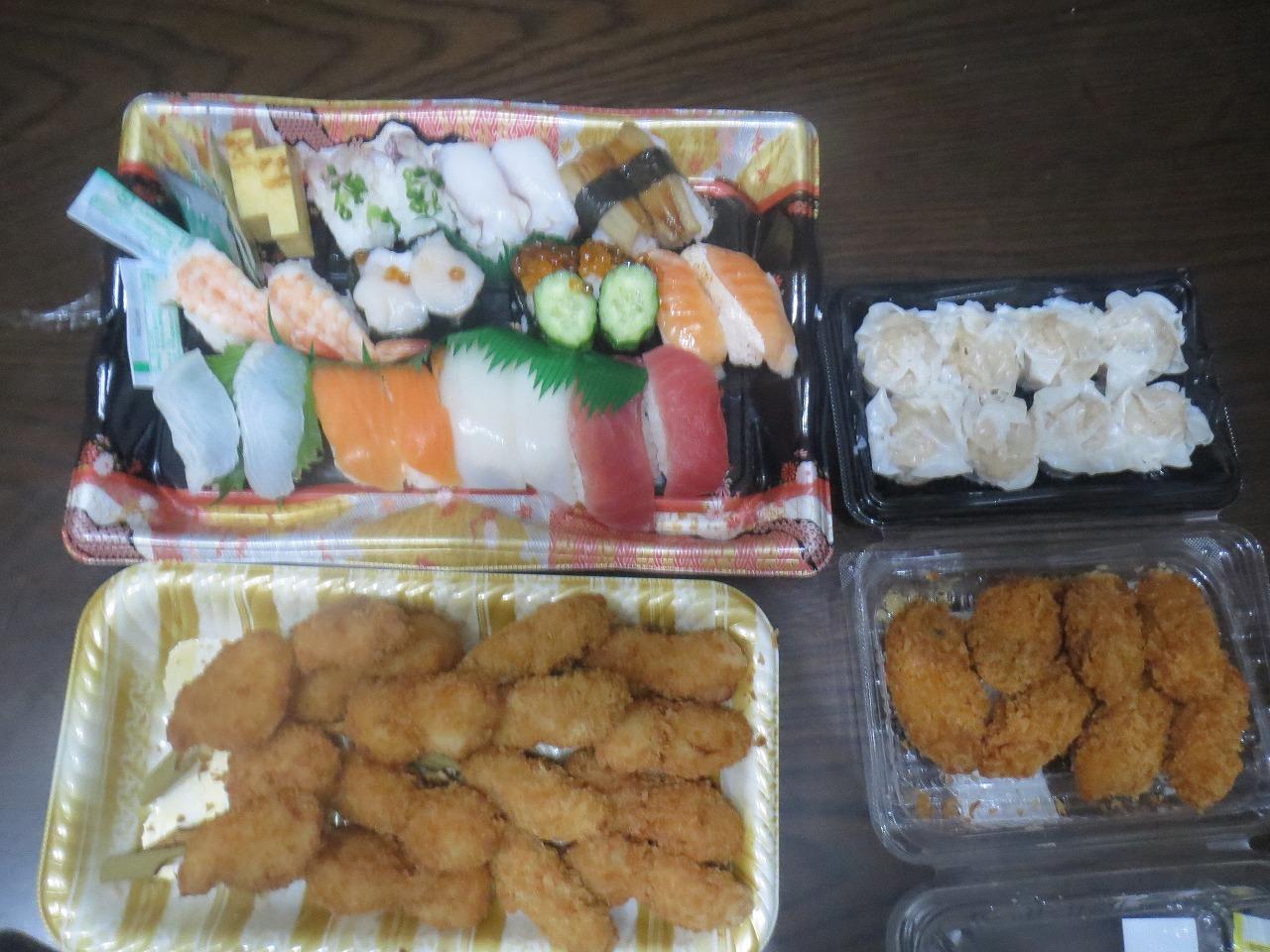 寿司、串カツ、シュウマイ、カキフライ