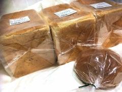 IMG_181014_2187 友人の誕生日祝い・Yahoo!ショッピング「NBIベイカーズ」お試し3種食パン1900円とオマケパン_VGA