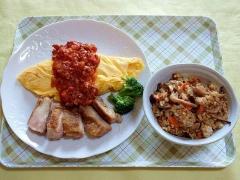CAI_181025_5305 オムレツと鶏肉ソテーのミートソースがけ・混ぜご飯_VGA