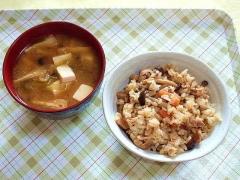 CAI_181122_5332 豆腐と薄揚げの味噌汁・鶏の混ぜご飯_VGA