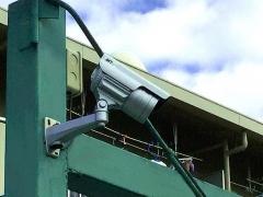 IMG_181120_2313 住宅地の粗ゴミ置き場に設置されていた防犯カメラ2基(左)_VGA