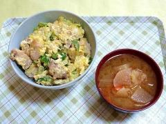 CAI_181129_5336 親子丼・大根の味噌汁_VGA