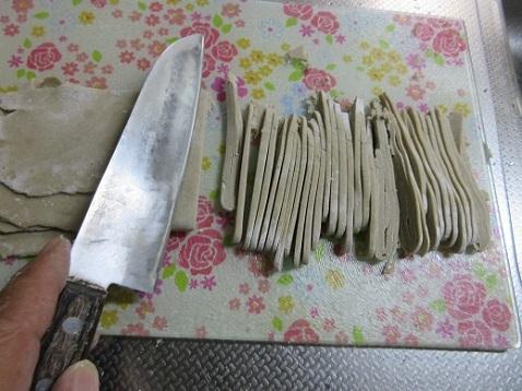 11 麺の太さに切っていく