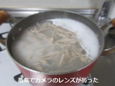 12 麺を茹でる