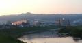 8 大和川から信貴山を望む 大