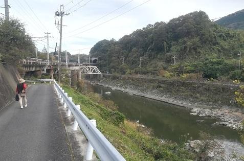 19 大和川を横切るJR大和路線