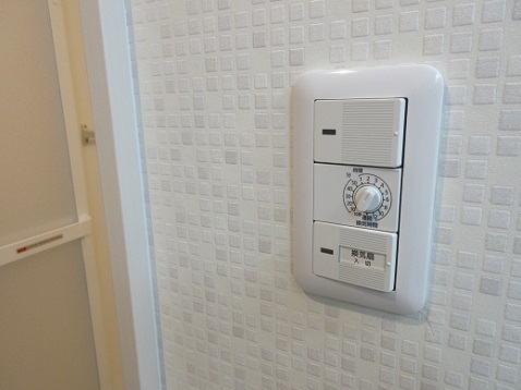 6 洗面室の壁紙と浴室の照明、換気扇タイマー