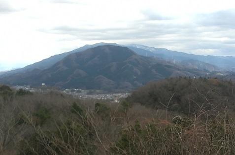 2 二上山と右奥に積雪の金剛山