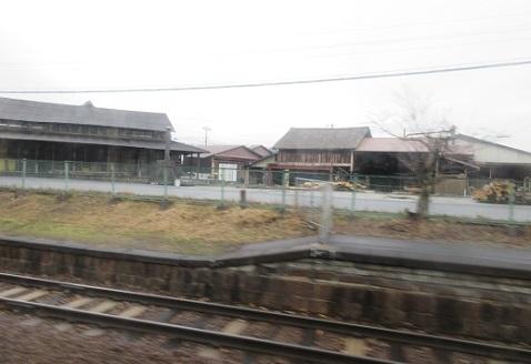 3 亀山線・島ヶ原駅前