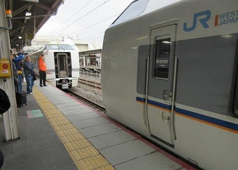 10 金沢行き特急列車の連結作業中