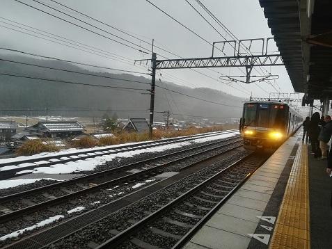 18 北陸方面から姫路行きの電車がやって来た