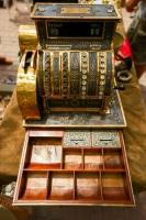 62561734-古代レジ、希少性-19-世紀に使用される現金車。