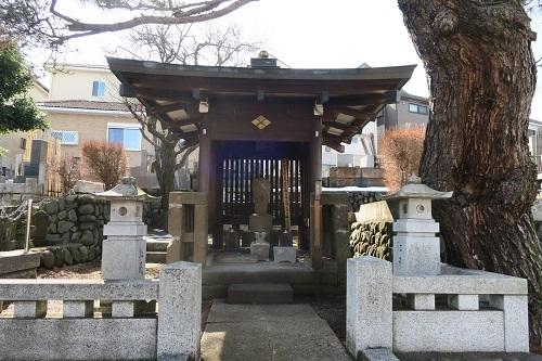 信松院 松姫墓