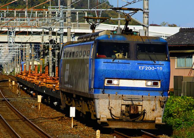 181110 EF200-19 rail transfer1