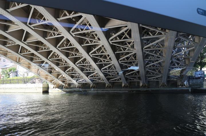 橋をくぐるアクアライナー 30 10 25