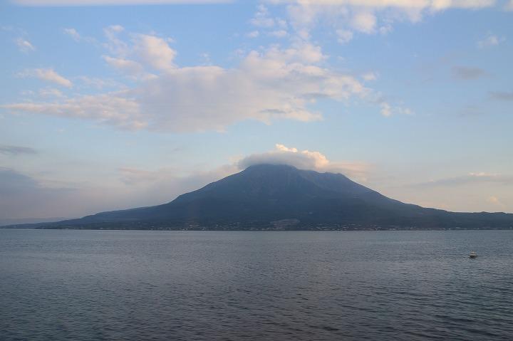 鹿児島から鹿児島中央間に撮った桜島 30 11 25