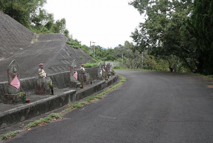 爺神山の遍路道 南側 車も通る道 30 12 5