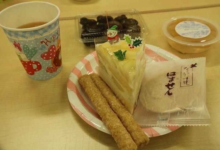 ケーキとお茶で クリスマスみたい 30 12 16