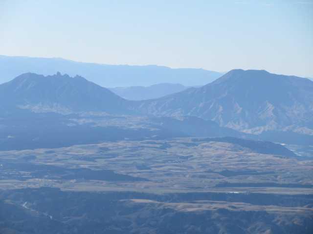 IMG0040JPG根子岳と阿蘇山