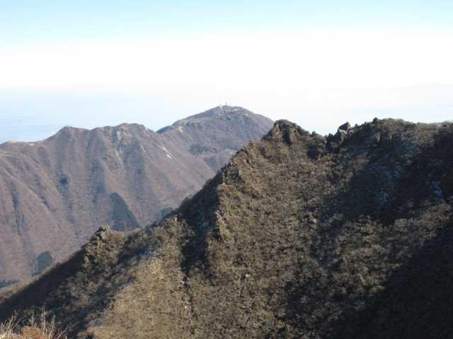 IMG0041JPG東峰と鶴見遠望