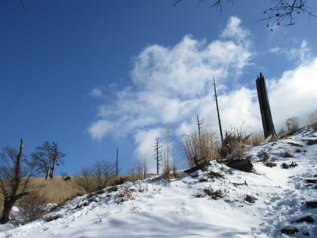 IMG0030JPG雪の北西尾根と雲