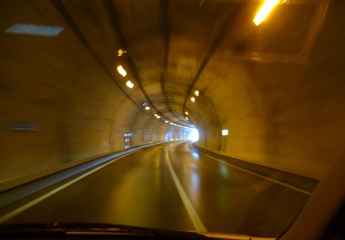 トンネルは未来に続く