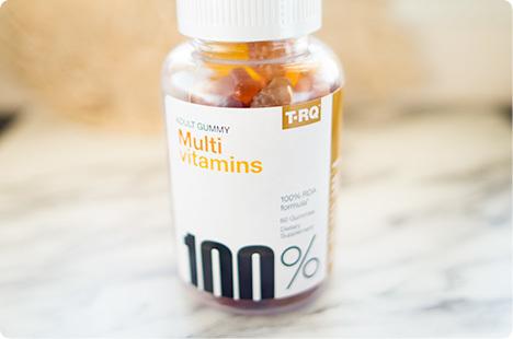 iherbで買ったマルチビタミングミ T.RQ, Multi Vitamins、Adult Gummy、Cherry Lemon Orange