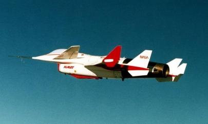 ガーリー・エアフォースGirly Air Force飛翔吧!戰機少女HiMAT(Highly Maneuverable Aircraft Technologyハイマット)荒野のコトブキ飛行隊Kotobuki Hikōtai(NASA)USAF(UAV)無人航空機ドローン(drone)NASAロックウェルRockwell(ボーイングBoeing NLA)HiMATRun Girls, Run!航空自