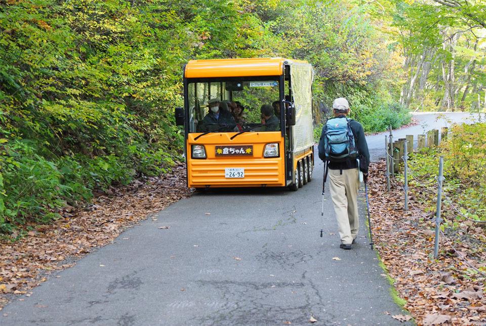 5255 電気バスと塚本 960×645