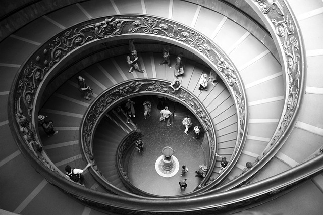 spiral-staircase-423345_640.jpg